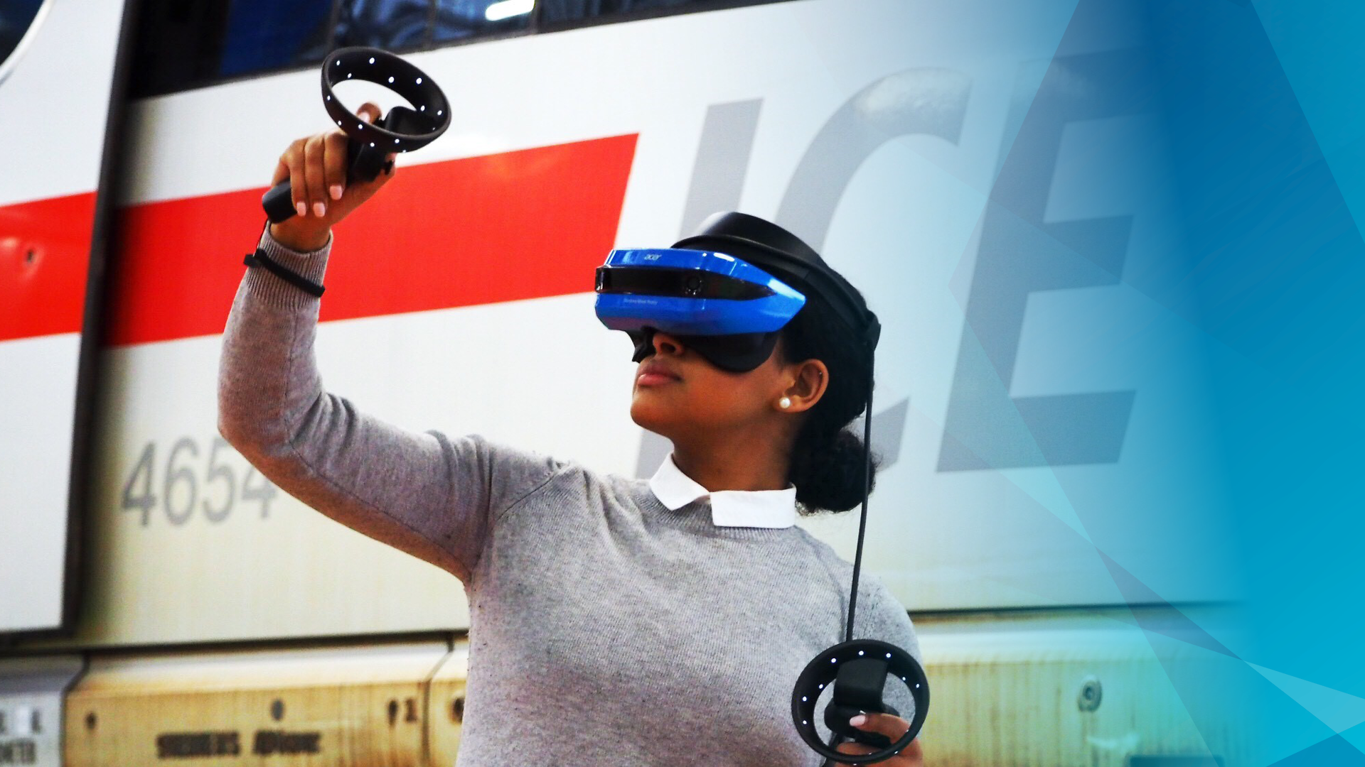 DB Systel Venture ImmersiveTech - Woman using VR